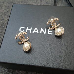 CHANEL CC Pearl Drop Gold Crystals Earrings
